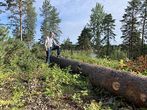Hannu Hämäläinen uuden toimiston tontilla - Hannu Hämäläinen in the place of the new office